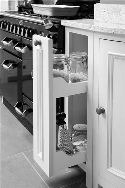 14 Pullout base cabinets, for that extra bit of storage